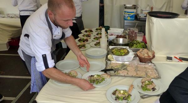 Auch in Steinheuers Küche arbeiten die Profis Hand in Hand